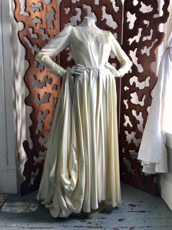 GORGEOUS Vintage Ivory Satin Wedding Dress 1930s ?