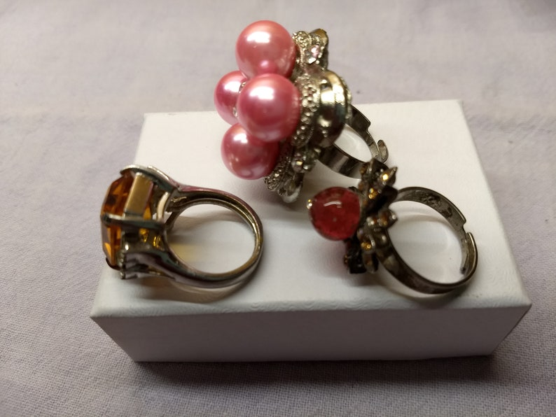 Costume Cocktail Rings Vintage Lot of 3 Gaudy Baubles Rhinestones Pink Pearl Bead Amber Stone #C28