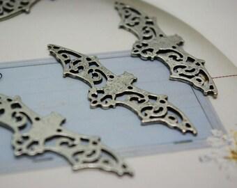 Antique-style Bat Pendant (Size: 6 x 2 cm)