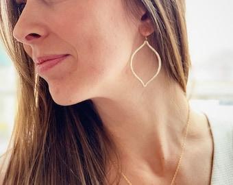 Oval Gemstone Necklace