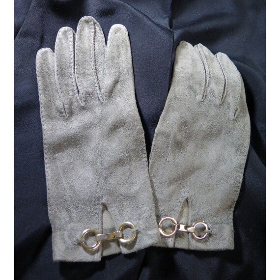 Vintage Mod Hand-Made Dove Grey Suede Gloves 1960'