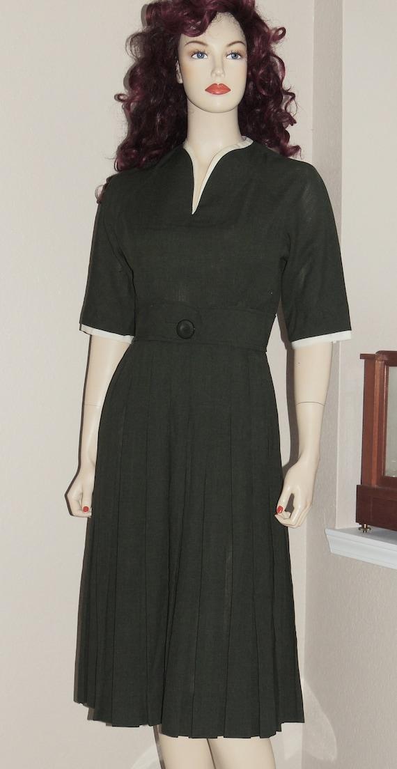 1950s L'AIGLON Dark Green, Pleated Skirt Dress Siz