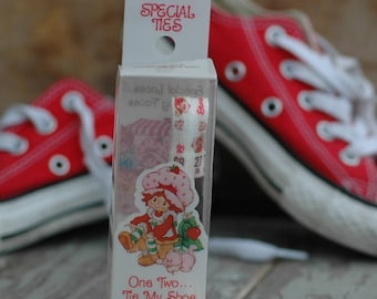 Vintage Strawberry Shortcake 1980s children's shoe laces new in box new old store stock 27 inch pair retro fun run party favors family theme