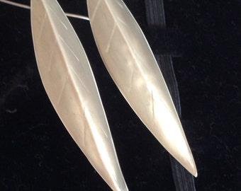 Long fine silver leaves earrings