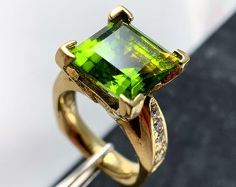 PERIDOT and DIAMOND Cocktail Ring (R2461)