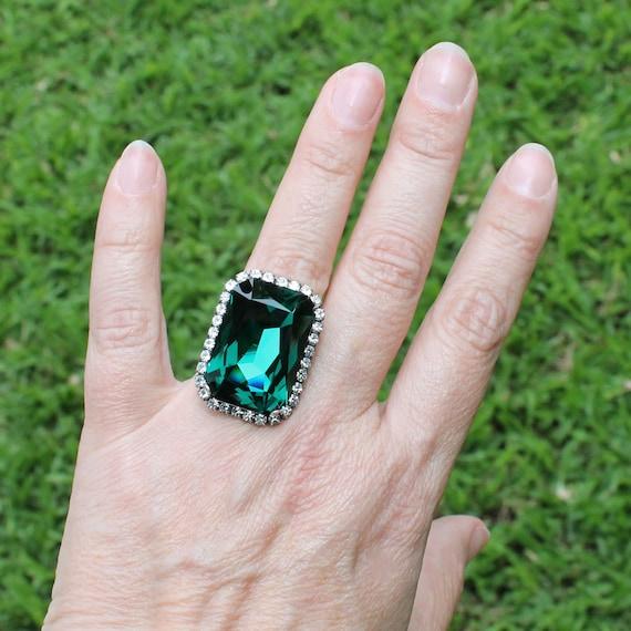 bague swarovski doigt vert