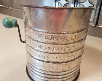 Vintage Bromwells Measuring Sifter 5 cups with Green wood Handle. Aluminum. Made in USA. Farmhouse country kitchen