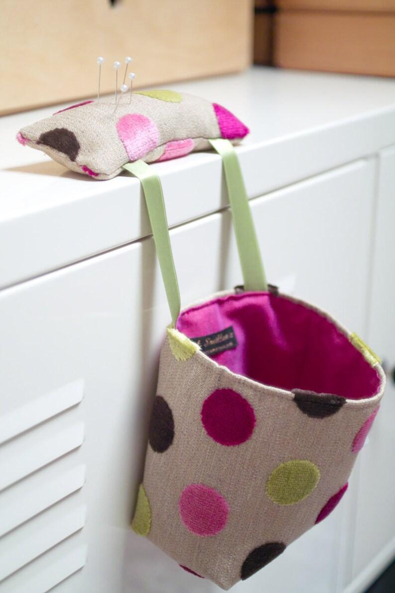Sew Tidy Portable Sewing Bag and Pincushion pdf Pattern image 0
