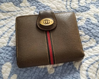 Vintage authentic Gucci leather wallet with kisslock coin purse