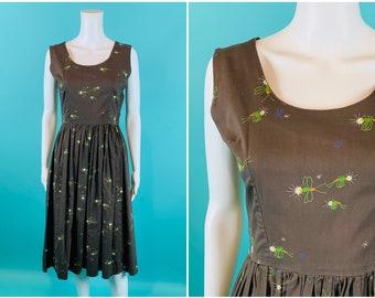 "Vintage 1950s Novelty Dress   Firefly Lightening Bug Print Brown Cotton Dress   W 27"""