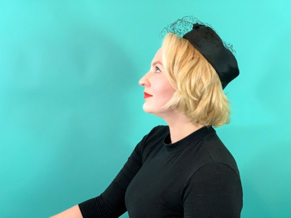 Vintage 1950s Pillbox Hat | Black Veiled Hat