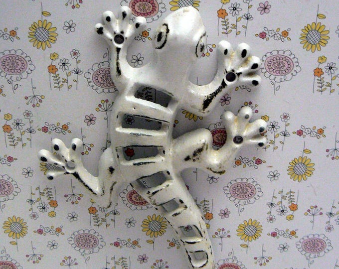 Lizard Gecko Cast Iron Wall Hook Boho Shabby Chic White Stylish Fence Art
