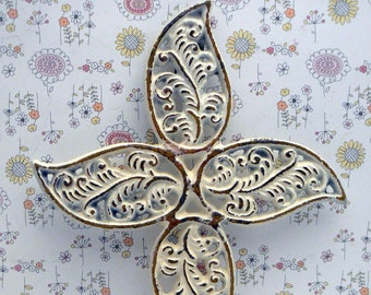 Cross Hook OFF White FDL Feathered Swirled Shabby Chic Cast Iron Wall Home Decor