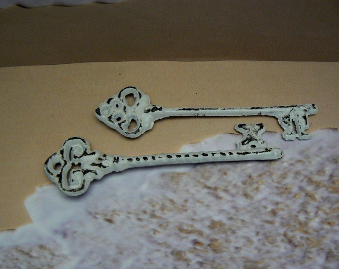 Skeleton Key Pair of Two Single Keys Rustic Chippy Cast Iron Shabby Chic Paris French Decor Scatter Table Entryway Prop Keys Home Decor