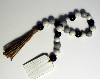 Farmhouse Wood Bead Garland Blank Shabby Chic Tag w Handmade Jute Twine Tassel Black White Gray Wood Bead Strand Farm House Jar Jewelry