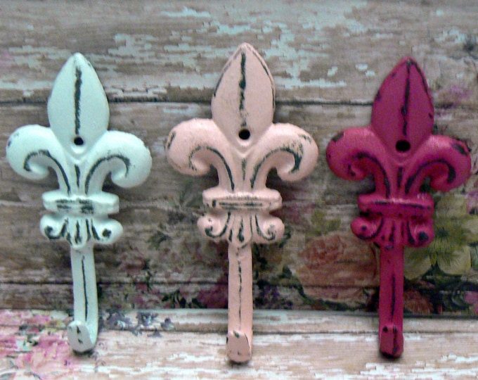 Fleur de lis Cast Iron Shabby Chic White Pink Mini FDL Set 3 Wall Hooks Home Decor
