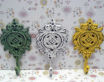 Medallion Shabby Chic Cast Iron Trio Floral Hooks Green White Yellow Home Decor
