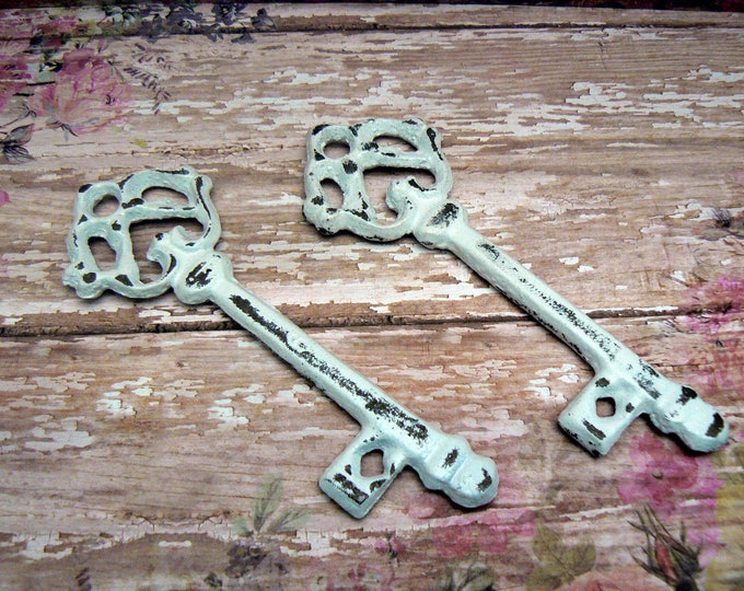 Skeleton Key Pair of Single Scatter Keys Rustic Chippy Cast Iron Shabby Elegance French Paris Decor Classic White Distressed Key Pair
