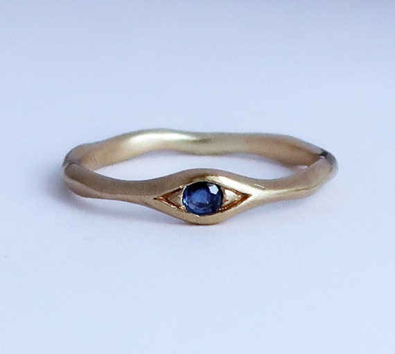 10k Yellow Gold and Blue Sapphire Eye Ring