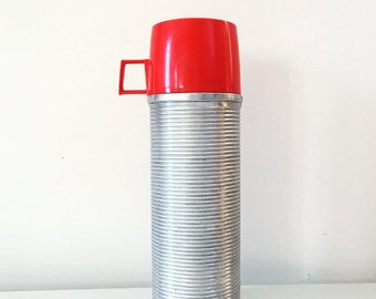 Fiole à vide métal Vintage Thermos® n ° 2284 Bouteille isotherme, coupe rétro, rouge, aluminium, Polly Red Top à côtes