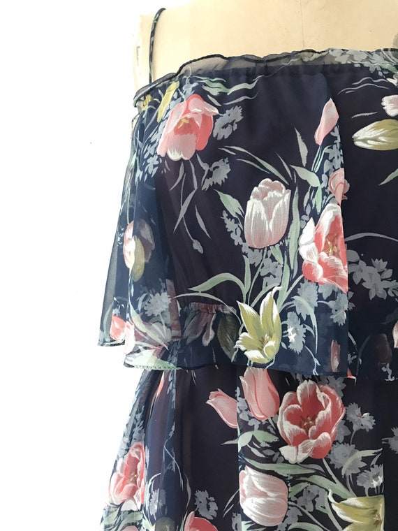 Navy Ruffle dress / Tulip print dress / 1970s vin… - image 3