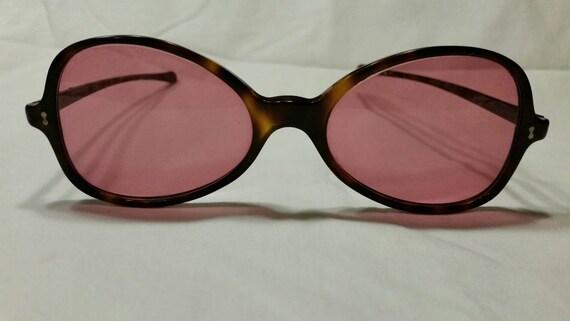 9edc27ffb3 Vintage sunglasses rose colored lenses