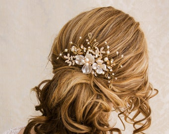 Gold Hair Comb Floral Wedding Hair Comb Crystal Bridal Hair Comb Freshwater Pearl Wedding Clip Crystal Hair Clip Hair Comb
