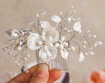 Silver Wedding Hair Comb Floral Bridal Hair Comb Crystal Bridal Hairpiece Freshwater Pearl Wedding Clip Crystal Hair Clip Hair Comb