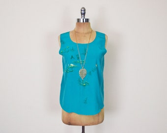 Vintage 70s 80s Turquoise Blue Hand Painted Asian Scenic Scene Slouchy Sleeveless Tank Top Cami Shell Blouse Boho Hippie Hippy Women S Small