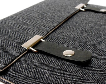 iPad / iPad Air case - black and gray herringbone