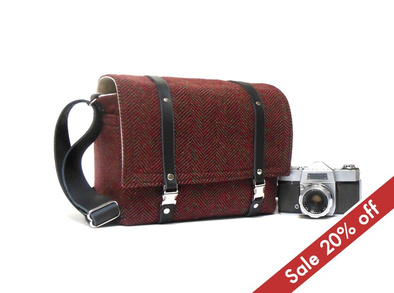 Medium camera messenger bag   dark red herringbone image 0