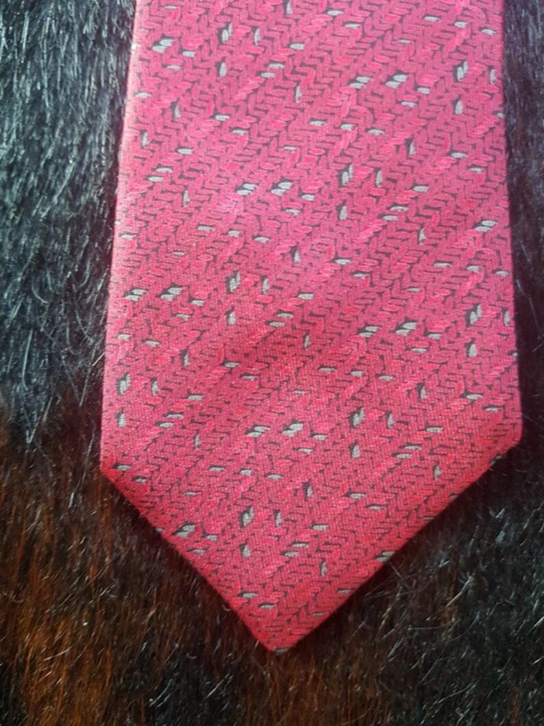 7.5 cm by 142 cm Vintage Magenta Equestrian Silk Tie.