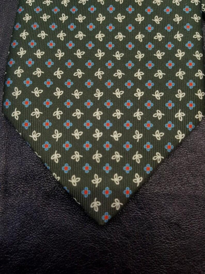 E MARINELLA vintage hand-woven silk tie Dark-green floral pattern.