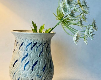 Flower vase contemporary style