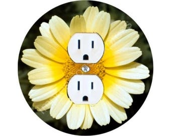 Yellow Daisy Flower Round Duplex Outlet Plate Cover