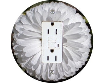 White Daisy Flower Grounded GFI Outlet Plate Cover