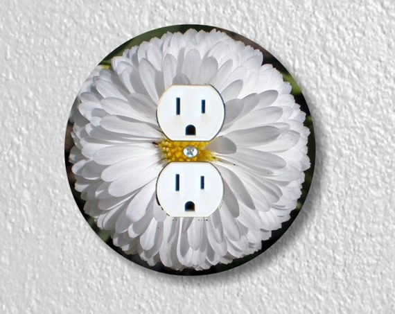 Precision Laser Cut Duplex And Grounded Outlet Round Plate Covers - White Daisy Flower - Home Decor - Wall Decor - Wallplates