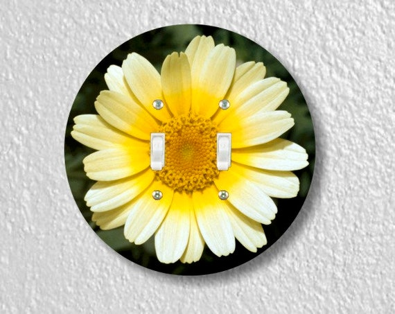 Yellow Daisy Flower Round Double Toggle Light Switch Plate Cover