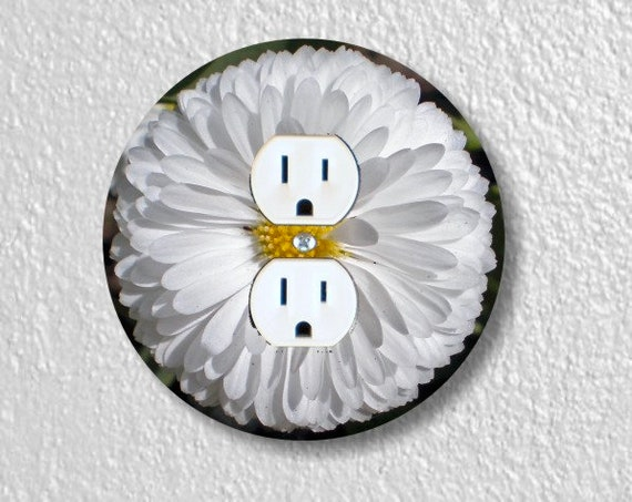 White Daisy Flower Round Duplex Outlet Plate Cover