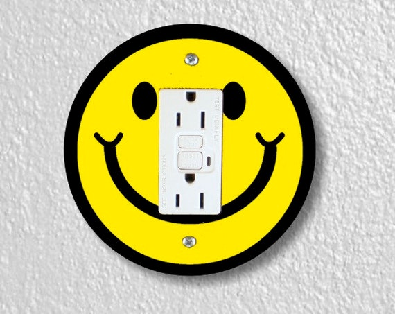 Smiling Face Round Grounded GFI Outlet Plate Cover