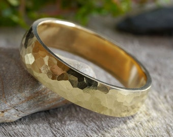 Hammered effect Wedding Ring in 18k Yellow Gold, Rustic Wedding Band, 18K Yellow Gold Wedding Ring