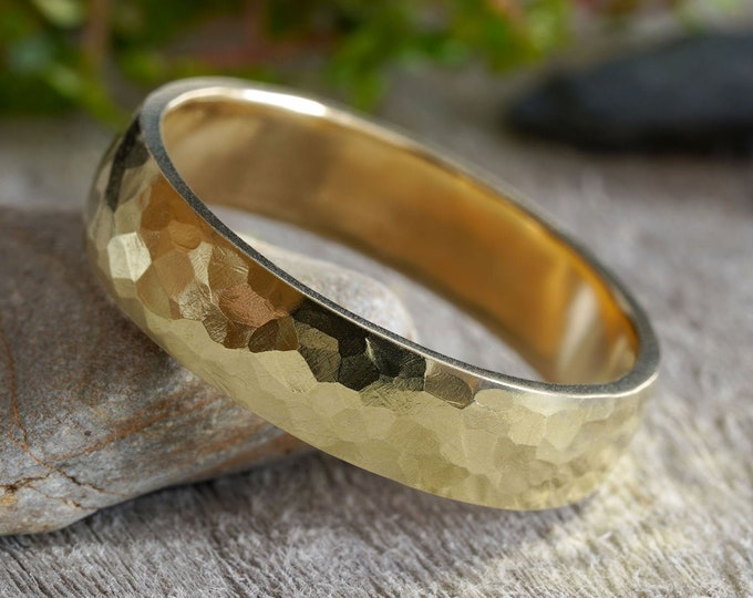 Hammered effect Wedding Ring in 18k Yellow Gold, Wedding Band with Hammered Effect, 18K Yellow Gold Wedding Ring, Wide Rustic Wedding Band