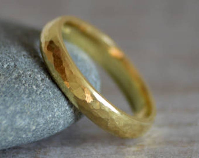 Rustic Weding Band with Hammered Effect in 18ct Yellow Gold, Rustic Wedding Ring, 18ct Yellow Gold Wedding Band, Unisex Wedding Band