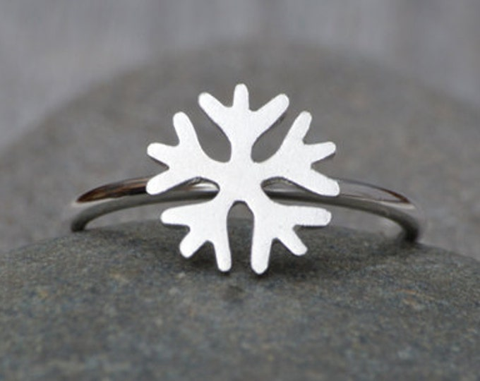 Snowflake Ring in Sterling Silver, Stackable Snowflake Ring, Silver Snowflake Ring