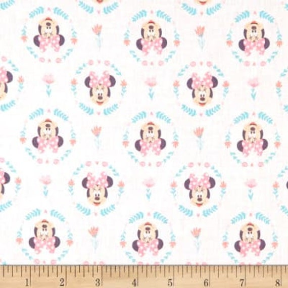 Fat Quarter Disney Minnie Mouse Heads Toss Scatter Cotton Quilting Fabric