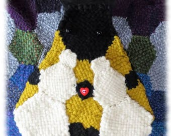 Hexagon Bumble Bee Bag to weave on Hexagon Looms by Noreen Crone-Findlay