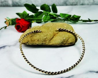 Nu Gold Twisted Neck Ring