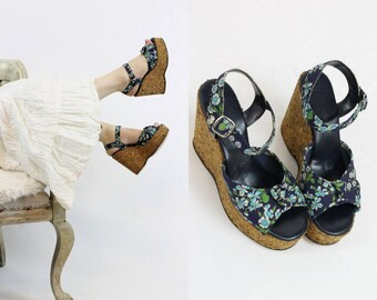30cc15c0d5c953 1970s Sandals Cork Platforms Size 5.5   70s Vintage Floral Peep Toes    Greta Good Shoes