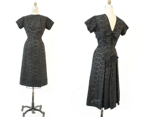 1950s eyelet dress | vintage wiggle dress back bow