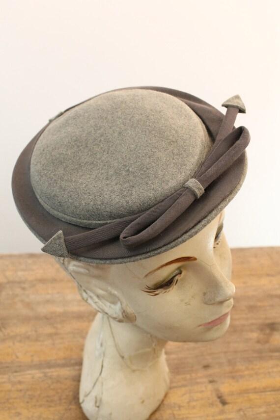 1940s tilt hat   arrow fascinator   I. Magnin - image 3